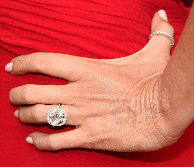 First Pictures Of Zooey Deschanels Engagement Ring