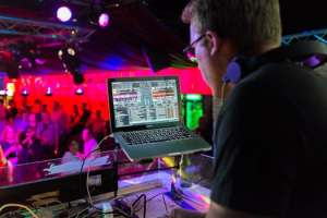 The Best DJs in New York To Play Your Wedding Songs