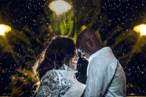 Couple Decides to Have Their Pre Wedding Photos Under The Rain