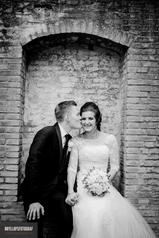 Is black and white wedding photography still in style