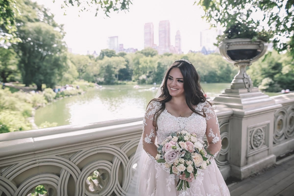 summer-wedding-central-park-on-bow-bridge-brazilian-bride-with-flowers-1