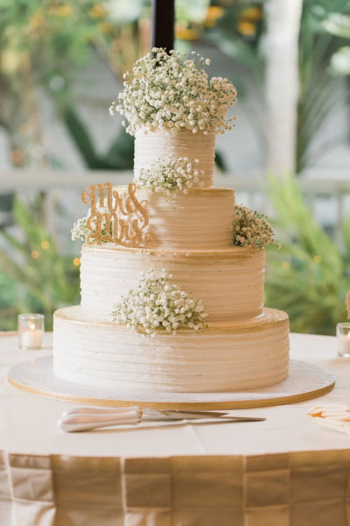 Cake with Baby's Breath