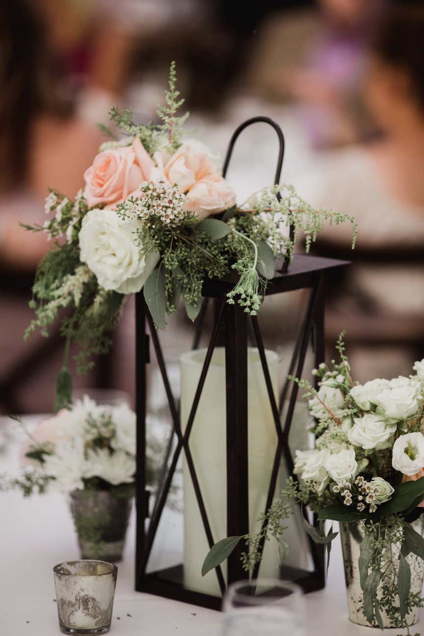 Centerpiece with Black Lanterns and Roses