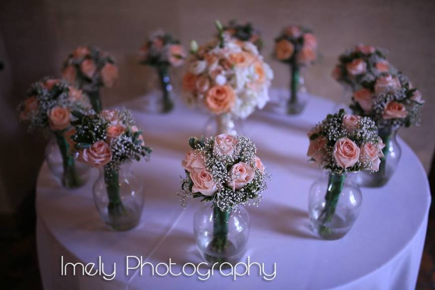 Bridal and Bridesmaids Bouquets in Peach