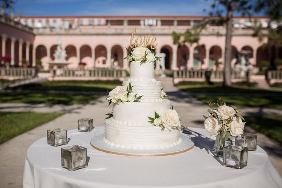 Cake and cake table with cubes and loose flowers