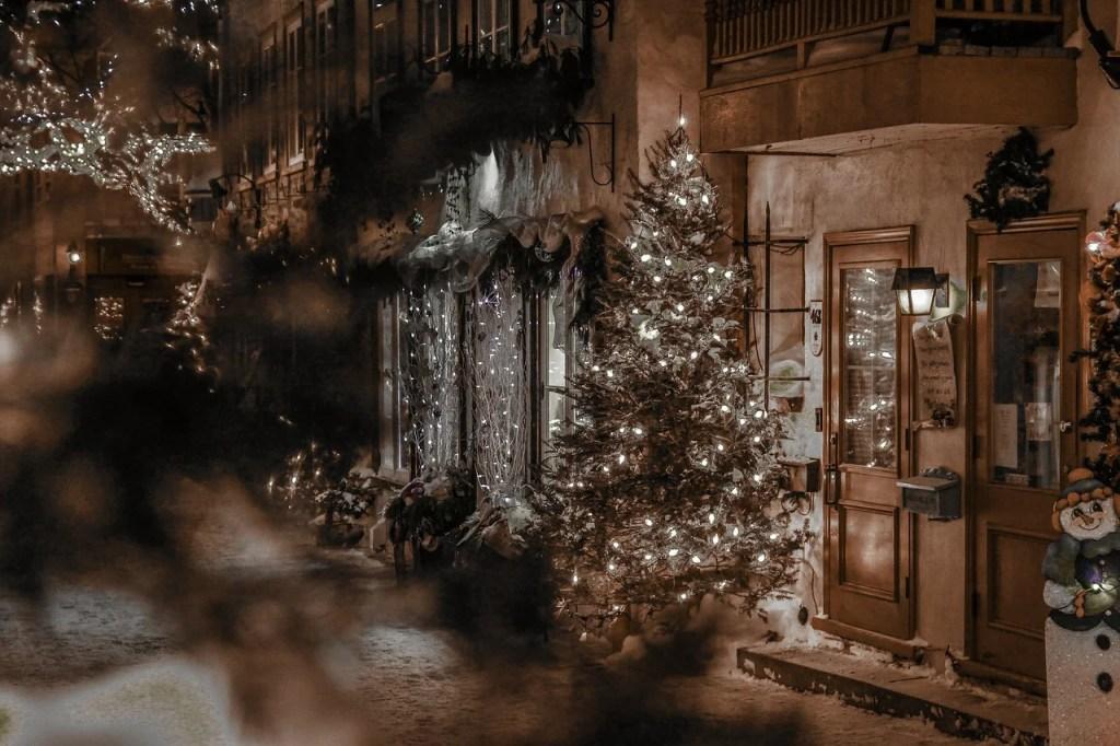 Romantic Winter Proposal - WeddingsAbroad.com