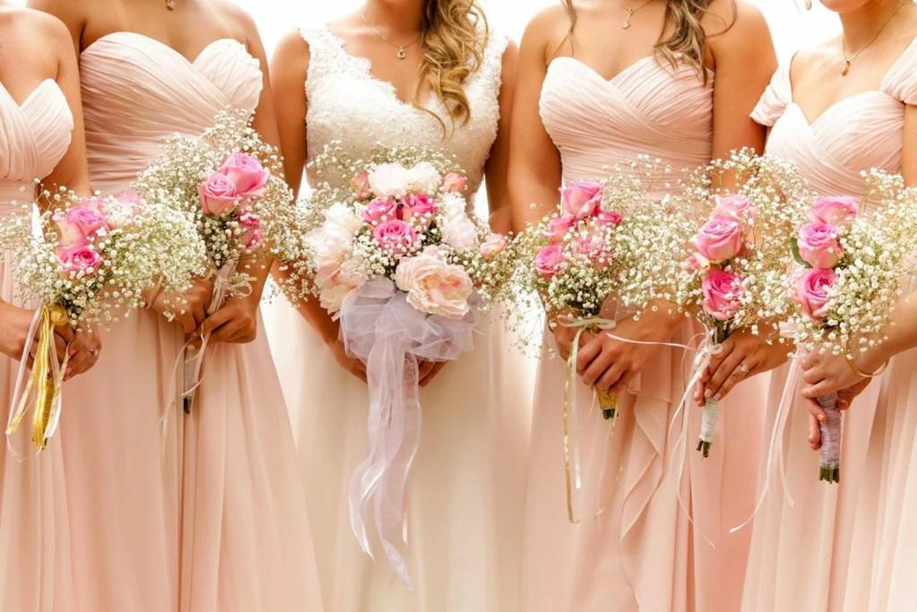 Wedding Flowers - Money Saving Tips - WeddingsAbroad.com