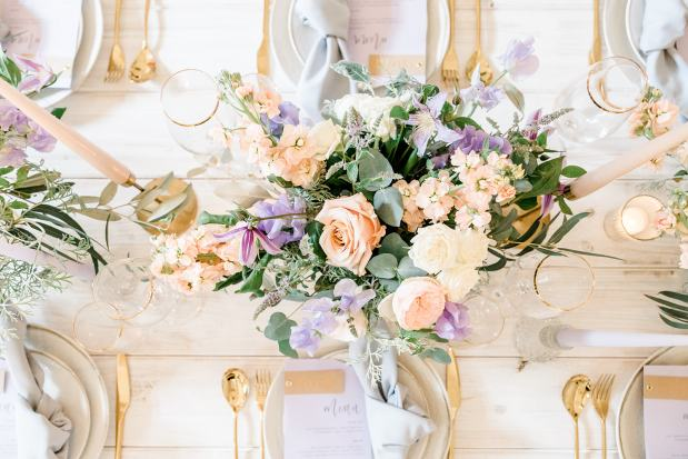 Table flowers. Budgeting for your wedding flowers