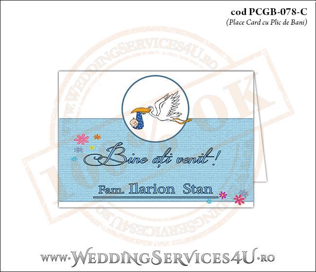PCGB-078-C Place Card cu Plic de Bani sigilabil pentru Botez 'baby delivery' cu o barza in zbor ducand in cioc un bebelus