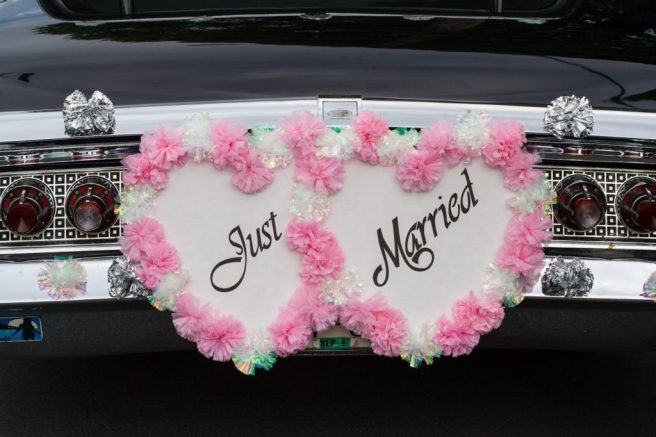 decorate newlyweds car - just married sign