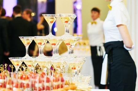bar - champagne pyramid