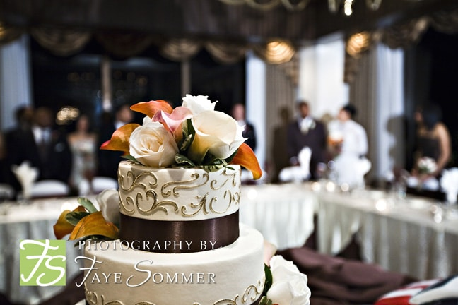 How To Freeze Your Wedding Cake For Your First Anniversary     How To Freeze Your Wedding Cake For Your First Anniversary   Wedding Cake  with Rose and