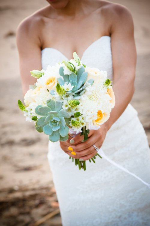 bridal bouquet pale yellow