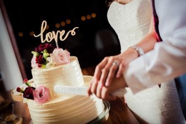 weddings-costa-rica-red-pink-wedding-cake