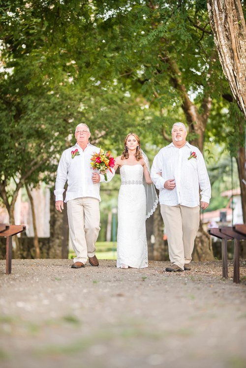 bridal-walk-tropical-wedding-costa-rica
