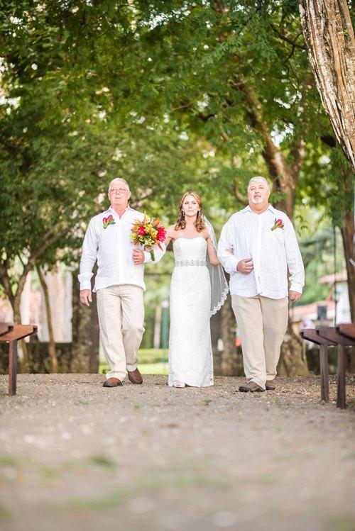 bridal-walk-tropical-wedding-costa-rica