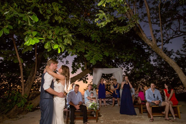 bride-groom-first-dance-costa-rica