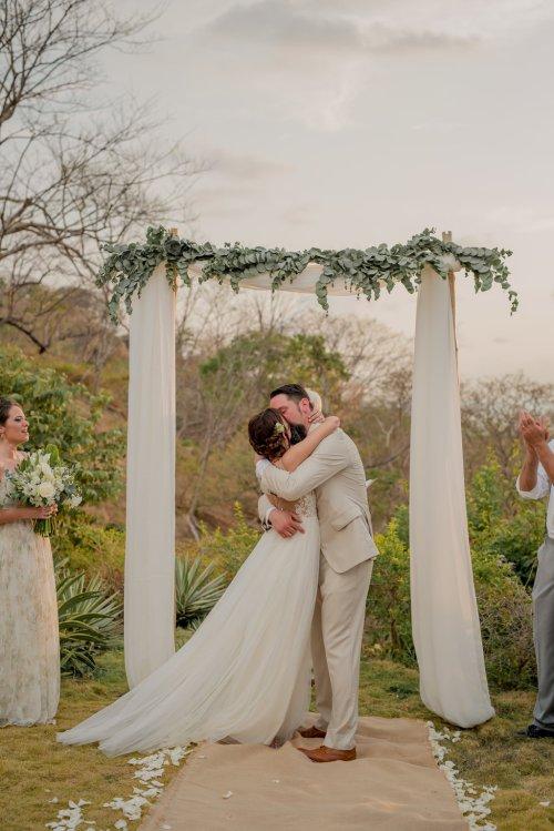 wedding-arch-bride-groom-kiss
