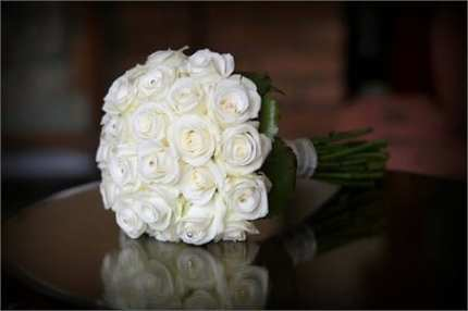 White-Rose-Bouquet-for-Bride-on-a-Wedding-Special-Day
