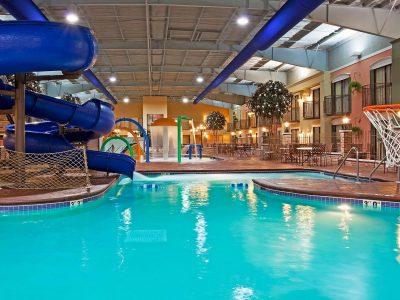Holiday Inn Pool at Lakeville Weddings
