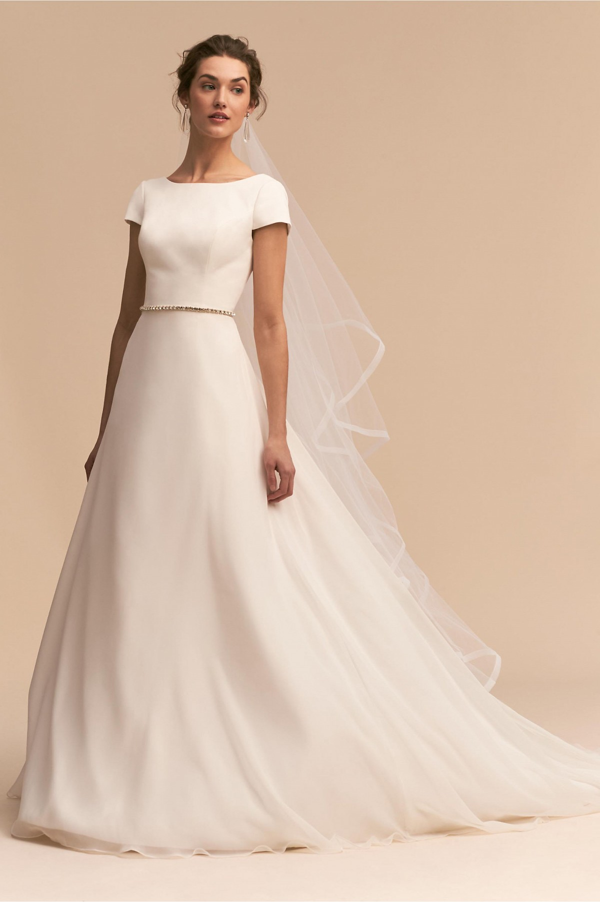 10 Clean Simple Bridal Gowns Inspired By Meghan Markle