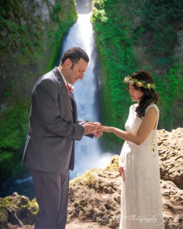 Exchanging the rings in front of Wahclella Falls