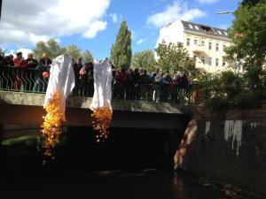 Enten zu Wasser gelassen (Foto: Bürgerstiftung Wedding i.G.)