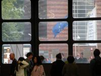 Besucher in der großen Halle