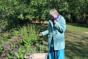 Leiterin Cornelia Dette im Garten des Familienzentrums am Nauener Platz. Foto: Hensel