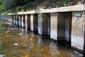 Kein natürliches Ufer: Die Panke an der Soldiner Brücke. Foto: A. Schnell