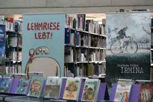 Reprodukt stellt sich in der Bibliothek am Luisenbad vor. Foto: Andrei Schnell.