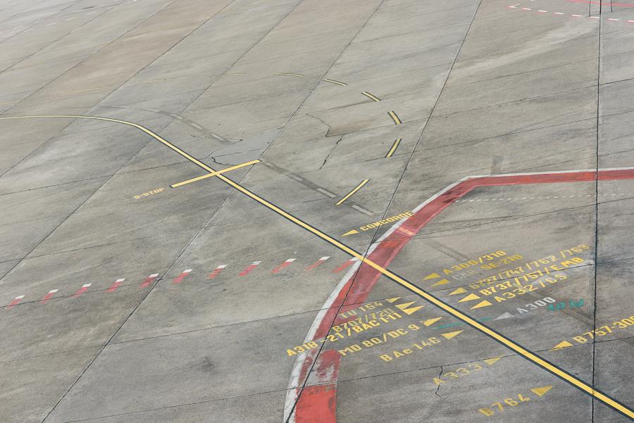Markierungen für die Parkpositionen verschiedener Flugzeugtypen (interessant ist der Hinweis auf die Concorde)