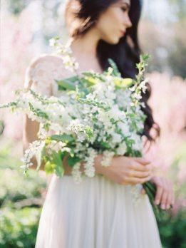 Мелодия цветущего сада: стилизованная фотосессия