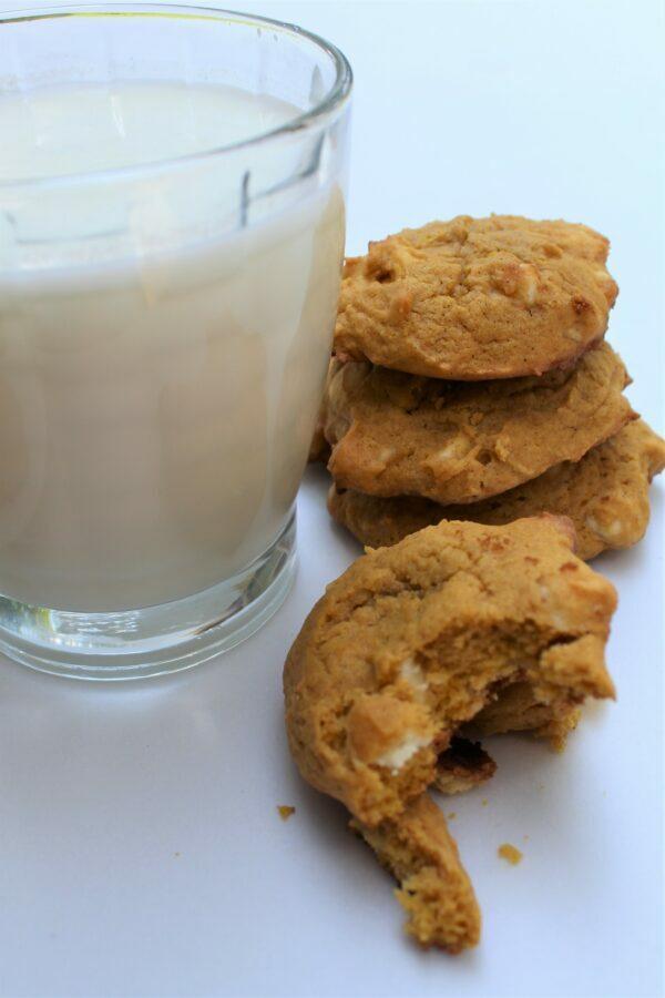 Pumpkin White Chocolate Chip Cookies
