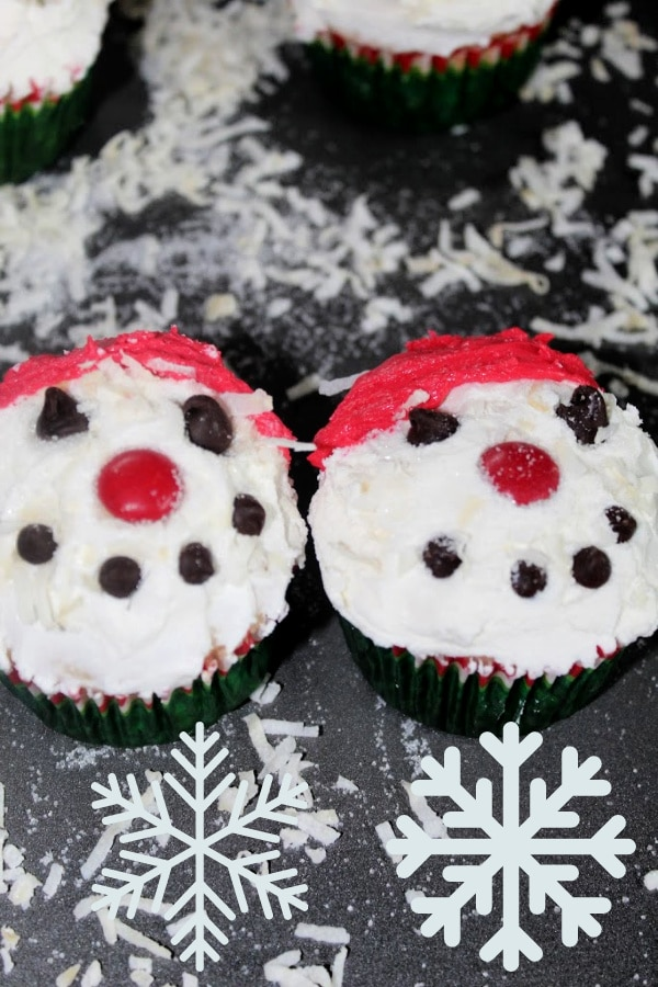 2 Snowman Cupcakes