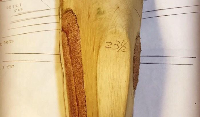 木型のサイズをドラフトに合わせて修正しているところ