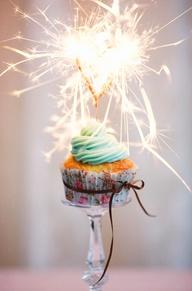 svatební dortíčky ozdobte prskavkami