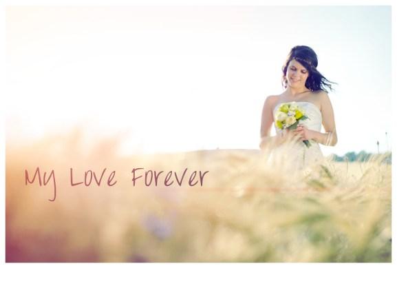Foto nevěsty s nápisem MY LOVE FOREVER