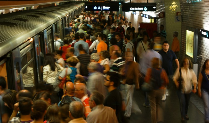 Foule dans le metro de Lisbonne