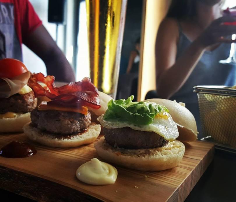 Trio de Hamburgers - CR7 Corner Bar et Bistro - Restaurant Cristiano Ronaldo Lisbonne