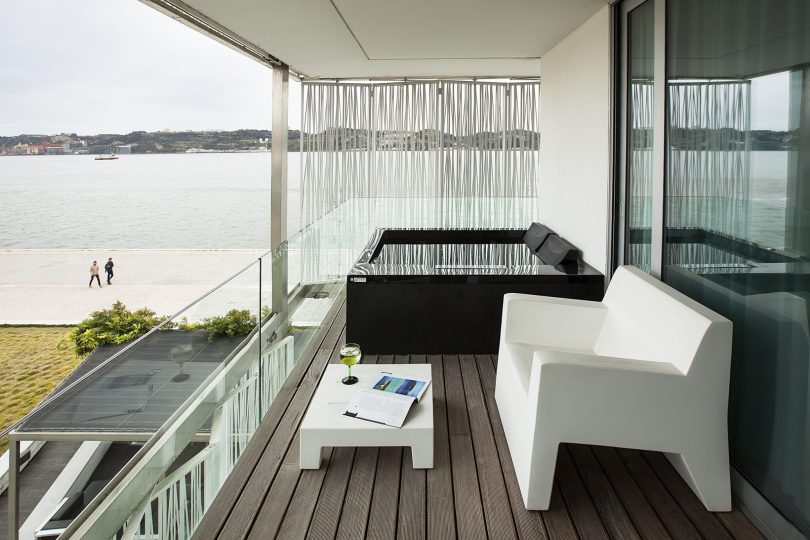 altis belem hotel spa suite avec balcon et jacuzzi prive hotel lisbonne