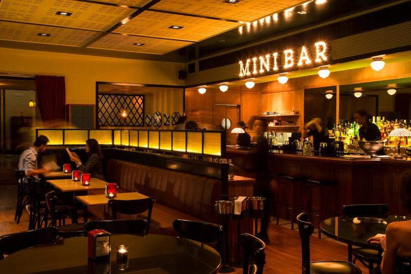 Comptoir et salle du Mini Bar - Restaurant dans theatre Sao Luis de Lisbonne - Table du chef etoile Jose Avillez