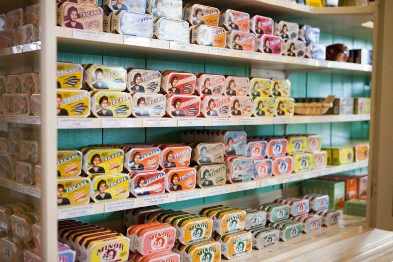 Boites de sardines en vente chez A Vida Portuguesa - Lisbonne