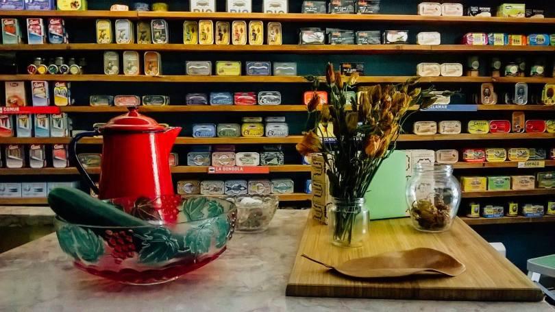 Boutique Loja das Conservas de la Praca das Flores - Lisbonne (conserves de poissons et boites de sardines)