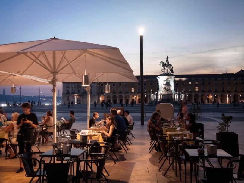 Terrasse du restaurant Can the Can donnant sur le Terreiro do Paço - Lisbonne