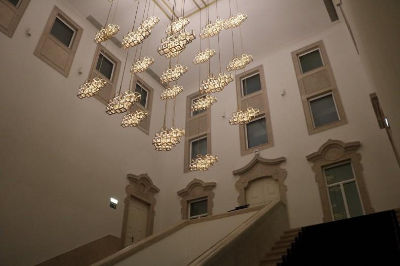 Escalier et lustres design - The Lumiares Hotel Spa - Lisbonne