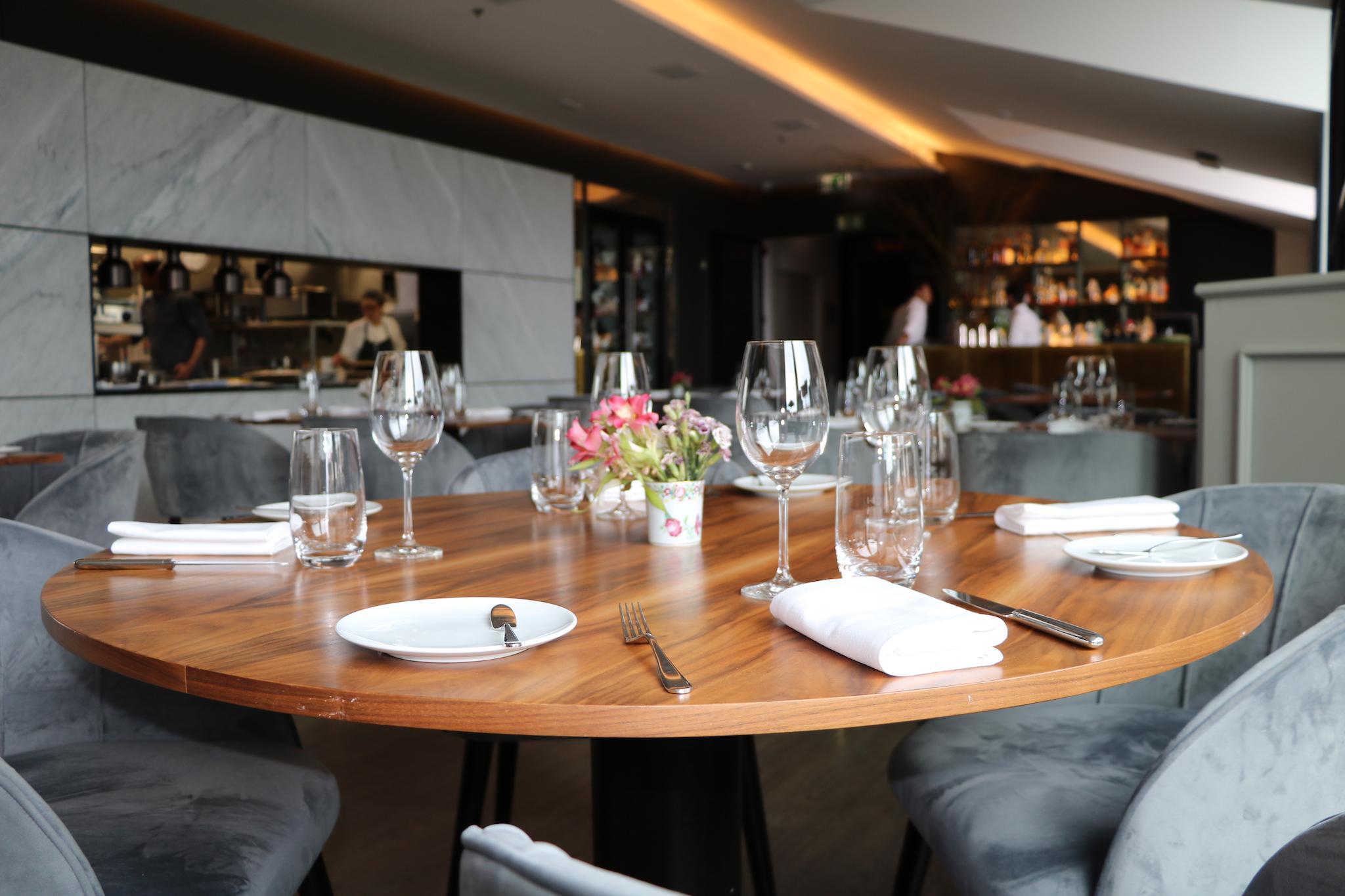 The lumiares h tel spa lisbonne avis et r cit de mon for Table salle a diner