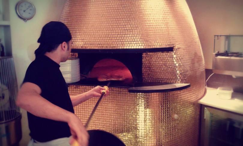 Four en or de cuisson des pizzas de chez Forno Oro - Pizzeria - Lisbonne