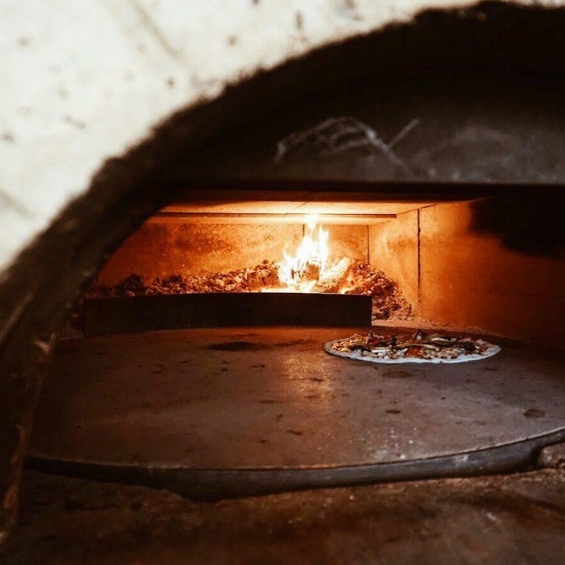 Pizza au feu de bois chez Pasta Non Basta - Lisbonne