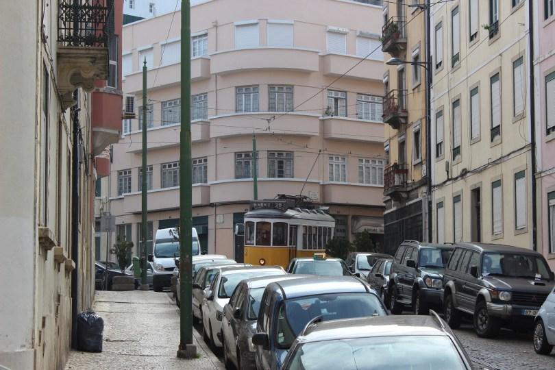rue de lisbonne - nombreux vehicules - stationnement